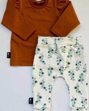 TessLiva-handgemaakte-baby-kinderkleding-Set-broekje-Dusty-flowers-groen-en-longsleeve-cognac
