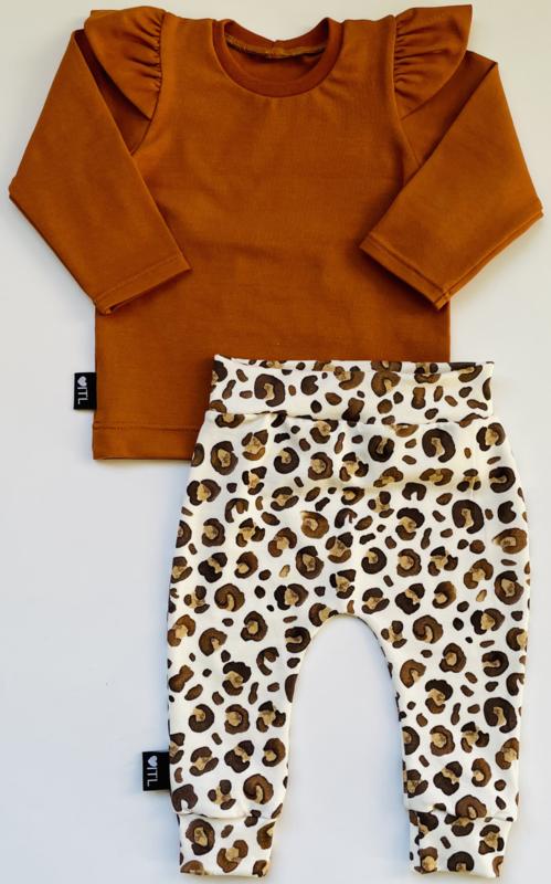 TessLiva-handgemaakte-baby-kinderkleding-Set-broekje-animal-camel-bruin-en-longsleeve-cognac