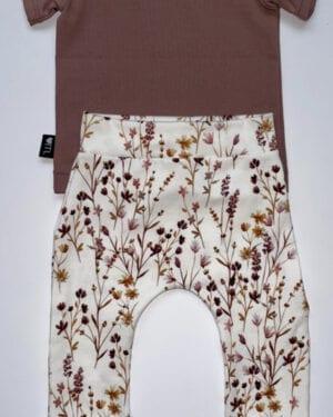TessLiva-handgemaakte-baby-kinderkleding-Set-broekje-dried-flowers-pink-en-shirt-oud-mauve