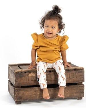 TessLiva-handgemaakte-baby-kinderkleding-Set-broekje-giraffe-en-shirt-okergeel
