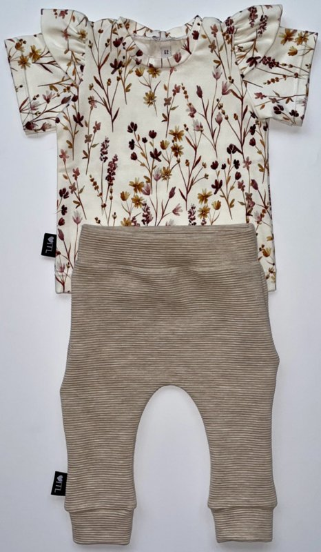 TessLiva-handgemaakte-baby-kinderkleding-Set-broekje-rib-ottoman-beige-melange-en-shirt-dried-flowers-pink