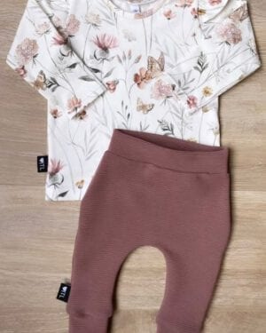 TessLiva-handgemaakte-baby-kinderkleding-Set-broekje-rib-ottoman-oud-mauve-en-Longsleeve-Flowers-and-butterfly