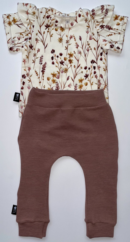 TessLiva-handgemaakte-baby-kinderkleding-Set-broekje-rib-ottoman-oud-mauve-en-shirt-dried-flowers-pink