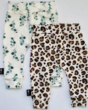 TessLiva-handgemaakte-baby-kinderkleding-Set-combi-deal-broekjes-Dusty-flowers-groen-en-Animal-camel-bruin