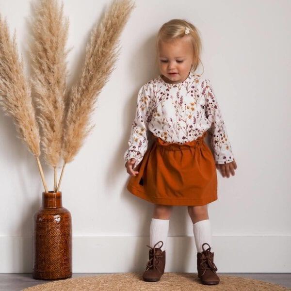 TessLiva-handgemaakte-baby-kinderkleding-Set-paperbag-skirt-cognac-met-longsleeve-dried-flowers-pink