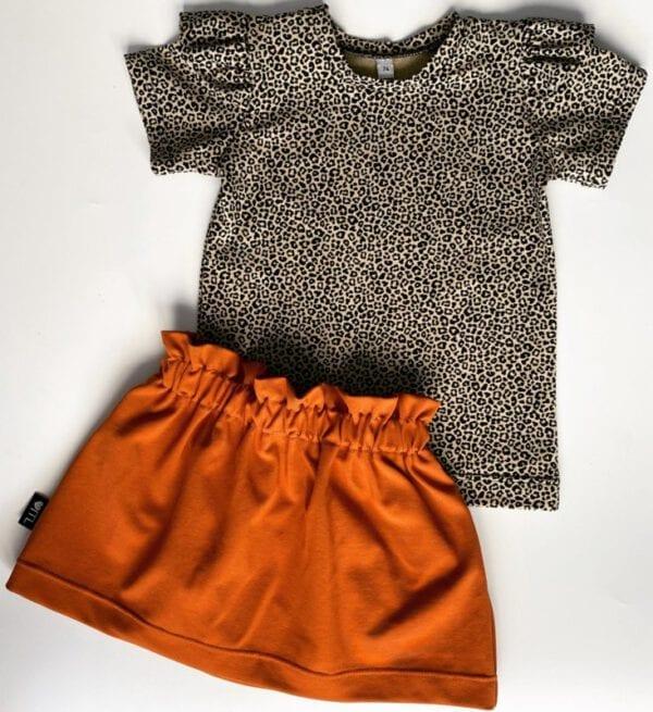 TessLiva-handgemaakte-baby-kinderkleding-Set-paperbag-skirt-cognac-met-shirt-panter-mini-sand