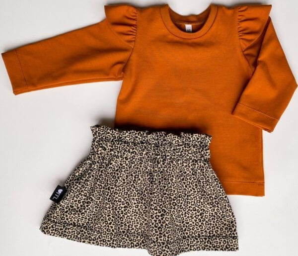 TessLiva-handgemaakte-baby-kinderkleding-Set-paperbag-skirt-panterprint-mini-sand-met-longsleeve-cognac