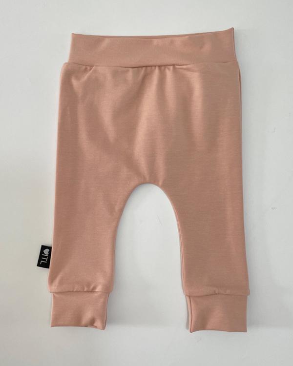 TessLiva-handgemaakte-baby-kinderkleding-broekje-broekje-licht-roze