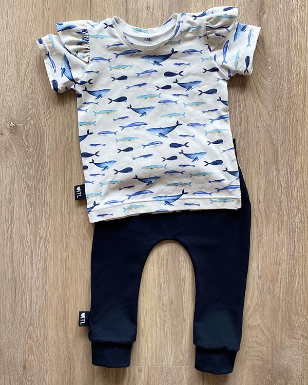TessLiva-handgemaakte-baby-kinderkleding-Set-broekje-kdonkerblauw-shirt-walvis