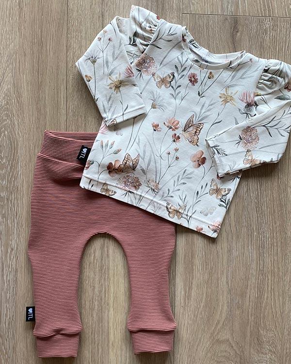 TessLiva-handgemaakte-baby-kinderkleding-Set-shirt-flowers-butterfly-broekje-rib-ottoman-roze-klei