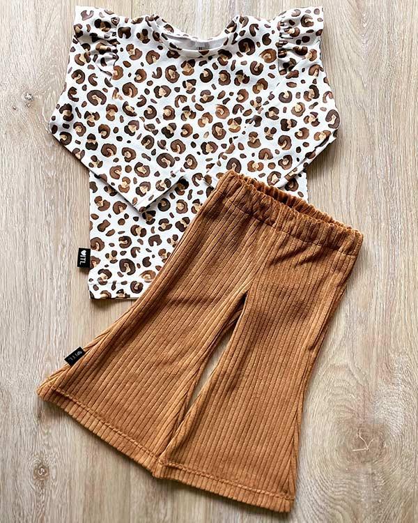 TessLiva-handgemaakte-baby-kinderkleding-Set-Flared-pants-ribstof-camel-en-Shirt-animal-camel-bruin