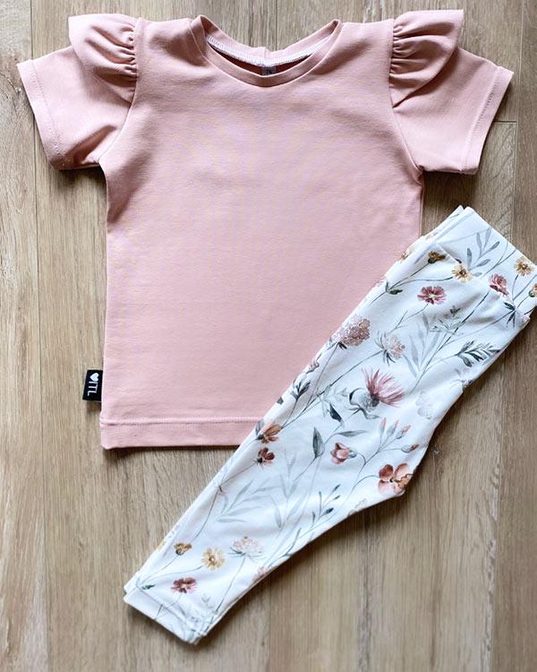 TessLiva-handgemaakte-baby-kinderkleding-Set-Shirt-licht-roze-en-Broekje-flowers-and-butterfly