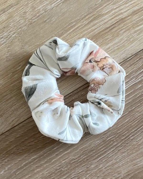 TessLiva-handgemaakte-baby-kinderkleding-scrunchie-flowers-and-butterfly