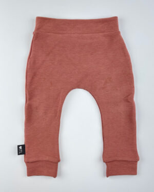 Broekje-Rib-ottoman-roze-klei-TessLiva-handgemaakte-baby-kinderkleding