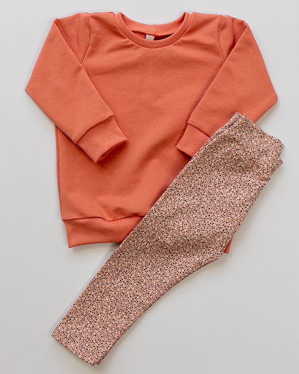 2000000096-Set-Sweater-french-terry-rosa-en-Legging-dots-rose-TessLiva-handgemaakte-baby-kinderkleding